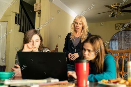 Stock Image of Thomasin McKenzie as Sherre Gilbert, Amy Ryan as Mari Gilbert and Oona Laurence as Sarra Gilbert