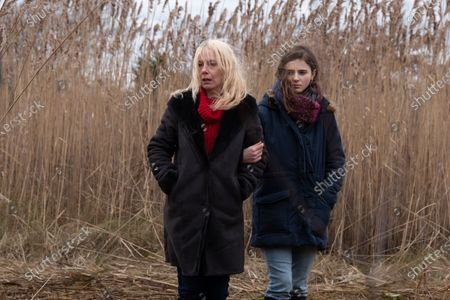Amy Ryan as Mari Gilbert and Thomasin McKenzie as Sherre Gilbert
