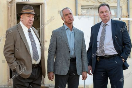 Troy Evans as Detective Johnson, Titus Welliver as Harry Bosch and Gregory Scott Cummins as Detective Moore (Crate)