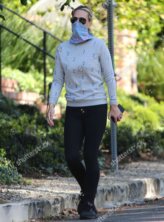 Molly Sims wearing a mask during the Covid-19 quarantine