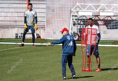 (L-R) Bayern's goalkeeper Sven Ulreich, assistent coach Hermann Gerland and Bayern's Jerome Boateng in action during a training session at the Club's ground in Munich, Bavaria, Germany, 06 April 2020. Bayern Munich players return to training  for the first time since the Bundesliga campaign was halted by the coronavirus pandemic. The Bundesliga remains suspended until at least 30 April following a meeting of league clubs on 31 March.