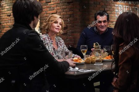 Julie Bowen as Claire Dunphy and Ty Burrell as Phil Dunphy