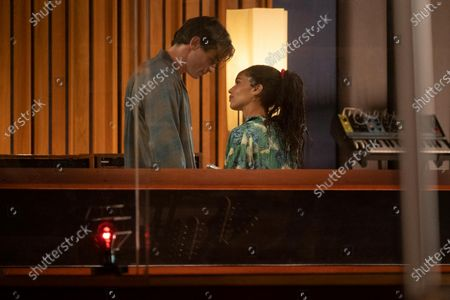 Thomas Doherty as Liam Shawcross and Zoe Kravitz as Robyn 'Rob' Brooks