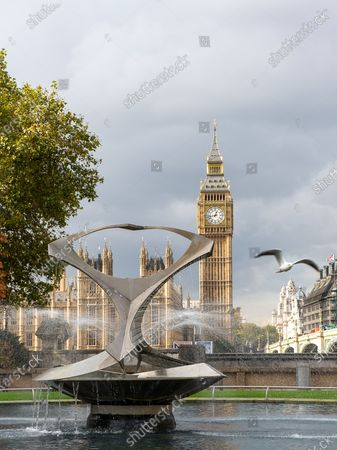 Stock Picture of The Revolving Torsion Fountain by constructivist sculptor Naum Gabo in the Hospital Garden at Guy's and St Thomas' NHS Hospital, Westminster with views across to the House of Commons and Big Ben