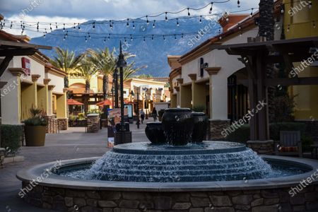 Few customers at the retail stores at the outdoor mall Cabazon Outlets are open but largely empty due to Covid-19 Corona virus in Cabazon, California John Green/CSM
