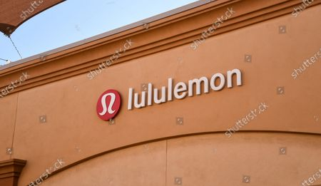 Few customers at the Lululemon retail stores at the outdoor mall Cabazon Outlets are open but largely empty due to Covid-19 Corona virus in Cabazon, California John Green/CSM