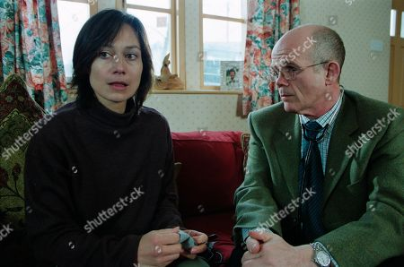 Ep 3164 Thursday 25th April 2002 Zoe's erratic behaviour leads her to see the doctor, who prescribes anti-depressants and rest. With Zoe Tate, as played by Leah Bracknell ; Dr Mattingley, as played by Martin Oldfield.