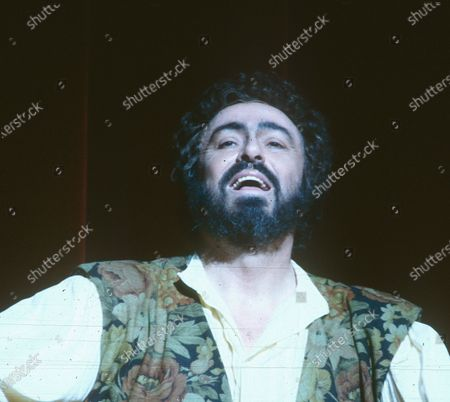 Editorial photo of Luciano Pavarotti performing in Opera 'L'Elisir D'Amore' at the Royal Opera House, London, UK 1990 - 09 Apr 2020