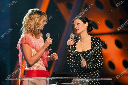 Host Zoe Ball with Sophie Ellis Bexter presenter of the British Pop Act award during the The 22nd BRIT Awards Show, Earls Court 2, London