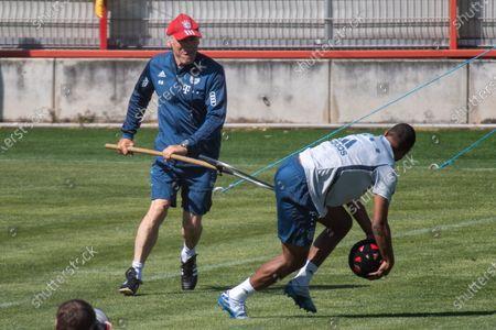 Assistant coach Hermann Gerland, David Alaba (Bayern), Training FC Bayern Muenchen, Fussball, 1.Bandesliga,