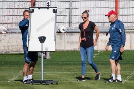 head coach Hansi Flick, Team Manager Kathleen Kruerger, assistant coach Hermann Gerland (Bayern), 1. DFL, 1. Deutsche Bandesliga, FC Bayern Muenchen, training during the corona-lockdown