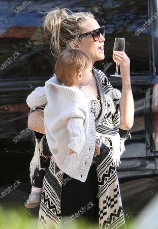 Kate Hudson celebrates her birthday by drive thru during quarantine with daughter Rani Rose Hudson Fujikawa