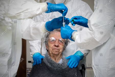 A woman undergoes COVID-19 screening tests that allow them to receive results between 24 and 30 hours, at Comendador Joaquim De Sa Couto Foundation nursing home in Santa Maria da Feira, Portugal, 17 April 2020 (issued on 21 April 2020). This circuit involves teams from the health centers of Santa Maria da Feira and Arouca and the hospital in Gaia, where there is one of five machines in the country with the capacity to carry out up to 1000 tests per day, with results in 24 hours.
