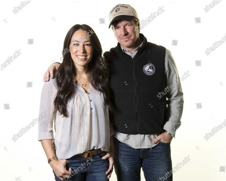 """Joanna Gaines, left, and Chip Gaines pose for a portrait in New York to promote their home improvement show, """"Fixer Upper,"""" on HGTV. The Gaines' Magnolia Network will be blooming late because of the coronavirus crisis. The network's planned October launch is being pushed back because of production delays related to COVID-19 disease, it was announced Tuesday. Discovery Inc.'s DIY Network will be rebranded as the Magnolia Network when the joint venture with the Gaines launches. A new date wasn't immediately announced"""