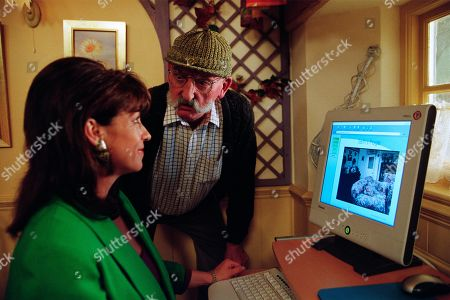 Ep 3176 Monday 13th May 2002 Viv sets up the Emmerdale web cam with the plan to put Cafe Hope on the map,, and sets up website for Seth. With Viv Hope, as played by Deena Payne ; Seth Armstrong, as played by Stan Richards.