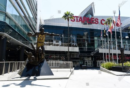 """Statue of Los Angeles Lakers great Earvin """"Magic"""" Johnson stands outside Staples Center, in Los Angeles"""