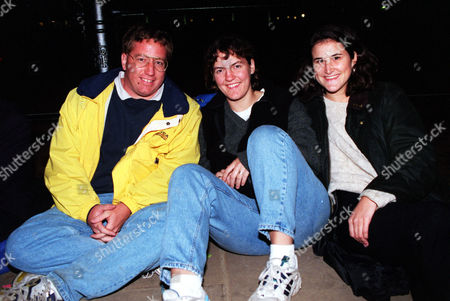Mourners Prepare To Sleep Out For Funeral Of Princess Diana. American Students In England Who Made The Special Trip To London From Left To Right Jim Longwell Caroline Cheves And Lydia Fenet.