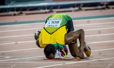 Stock Photo of 2017 World Athletics Championships Day 2, London Stadium, London, England 5/8/2017. Jamaica's Usain Bolt kisses the track after finishing 3rd in the Men's 100m Final