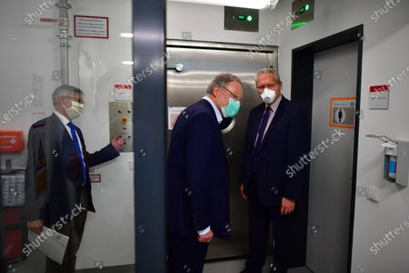 Minister President of Lower Saxony Stephan Weil (C) visits The University of Veterinary Medicine Hanover in Hannover, Germany, 29 April 2020. Scientists of the Veterinary university are searching for a vaccine against the SARS-CoV-2 coronavirus which causes the Covid-19 disease.