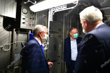 Stephan Weil visits The University of Veterinary Medicine Hanover where scientists are searching for a vaccine against the coronavirus