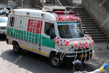 An ambulance carrying the body of veteran actor Rishi Kapoor arrives for his funeral in Mumbai, India, 30 April 2020. According to media reports, Kapoor died at a hospital in Mumbai on 30 April. He was diagnosed with cancer in 2018. The news broke just one day after another Bollywood actor, Irrfan Khan, had passed away.