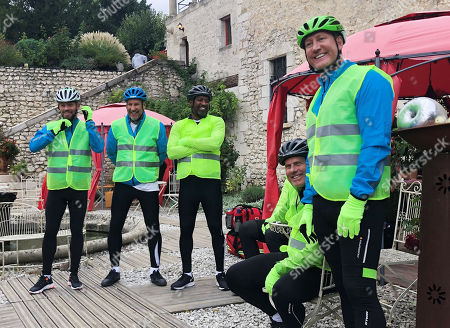 (l-r) Lee Hendrie, Paul Merson, Mark Chamberlain, Rob Lee and Ray Parlour prepare to go on a bike ride.