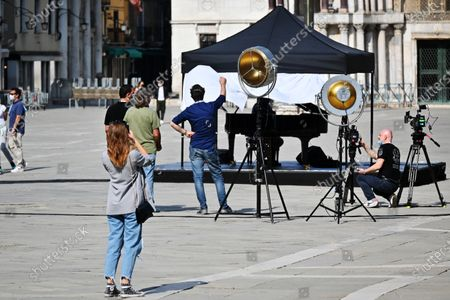 Stock Image of Piazza San Marco closed, from 16.30 to 21.30 on Saturday 2 May for the shooting of a promotional and communication video by Zucchero Fornaciari. l of La Misericordia. In the summer of 2018 - it seems an era ago - he had held a concert right in Piazza San Marco.