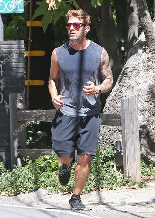 Ryan Phillippe goes for a run during quarantine