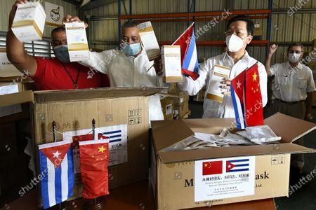 Chinese Ambassador to Cuba Chen Xi (2nd R) and Angel Arzuaga (2nd L), deputy head of International Relations for the Communist Party of Cuba Central Committee, display medical supplies donated by the International Department of the Communist Party of China Central Committee in Havana, Cuba, May 6, 2020. Cuba received on Wednesday a donation of medical supplies from the International Department of the Communist Party of China Central Committee amid the Caribbean nation's efforts to fight the COVID-19 pandemic.