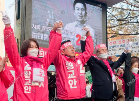 Hwang Kyo-ahn, Choi Ji-Young and Kim Chong-In, Apr 11, 2020 : Hwang Kyo-ahn (2nd L), chairman of South Korea's main opposition United Future Party (UFP), his wife Choi Ji-Young (L) and chief of election committee of UFP Kim Chong-In (3rd L) attend Hwang's election campaign for the April 15 parliamentary elections in Hwang's electoral district of Jongno Ward in Seoul, South Korea. Hwang's headband reads,'Economic Renewal'. Kim's headband reads,'Judgment on Government'. Hwang is running for the election in Jongno, a symbolic constituency in Korean politics where influences in politics are elected. Lee Nak-yeon, former prime minister of South Korea and a candidate of the ruling Democratic Party is also running in the constituency for the general elections. Lee and Hwang have been ranked as the first and second as the next president of South Korea in recent polls. The quadrennial elections will fill the 300-seat unicameral National Assembly of South Korea.