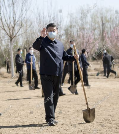 (200403) -- BEIJING, April 3, 2020 (Xinhua) -- Chinese President Xi Jinping, also general secretary of the Communist Party of China (CPC) Central Committee and chairman of the Central Military Commission, waves to the officials and people on-site during a voluntary tree-planting activity in Daxing District in Beijing, capital of China, April 3, 2020. The activity was also attended by other leaders including Li Keqiang, Li Zhanshu, Wang Yang, Wang Huning, Zhao Leji, Han Zheng and Wang Qishan.