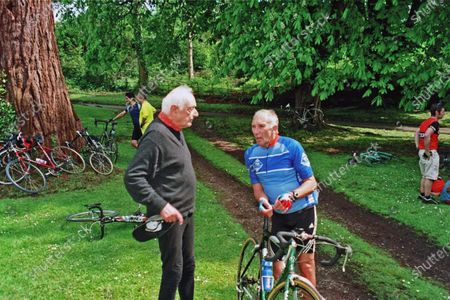 Dr Alex MOULTON and Phil LIGGETT President CTC Bath, May 2004 (Alex Aged 84 yrs)