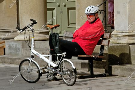Dr Alex MOULTON (84yrs) Inventor Moulton Bicycle and Transverse engine, plus articulted bus / train in Bath May 2004 awarded Honary Member CTC