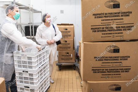 EP buildings used in the fight against COVID-19. Preparation and delivery of daily meals for people in need. Katarina Barley EP Vice-President visits the EP buildings where daily meals are prepared for people in need in the context of the COVID-19.