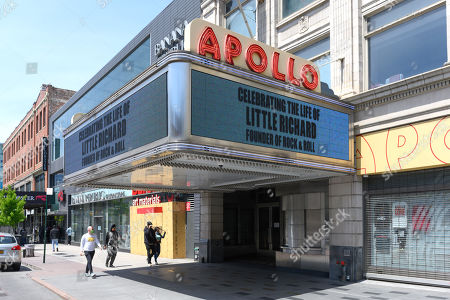 Stock Image of The marquee at the Apollo Theater in Harlem announces the passing of Little Richard.