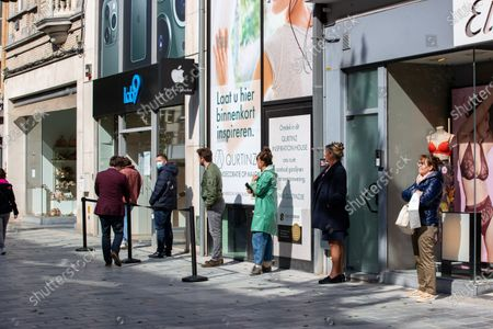 Illustration picture shows people queuing in the shopping street, during a visit of Minister Muylle to clothes shops Boggie and Brooklyn, in the city center of Roeselare, Monday 11 May 2020. Belgium goes into its ninth week of confinement. Stage 1B of the deconfinement plan in the ongoing corona virus crisis starts. All shops can reopen and more people can return to work.