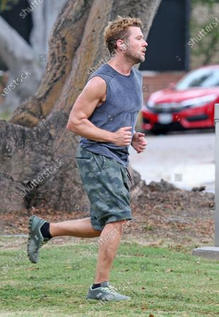 Ryan Phillippe goes for a run