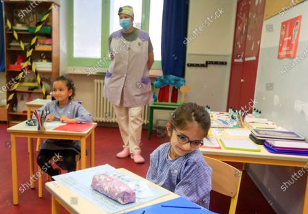 Schoolchildren attend a class at the Simone Veil Primary School in Nice, France, May 12, 2020. Nearly two months after ordering its 67 million population to stay home to stem the coronavirus outbreak, France on Monday cautiously started a gradual process to return to normalcy, easing some restrictions while maintaining others to avoid a new epidemic wave. Some 1.5 million children, or 22 percent of the country's total number of pupils, are preparing to go to school on Tuesday, and 190,000 teachers resumed work on Monday, according to the Education Ministry's data.
