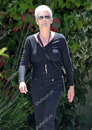 Stock Image of Jamie Lee Curtis goes for a walk during quarantine