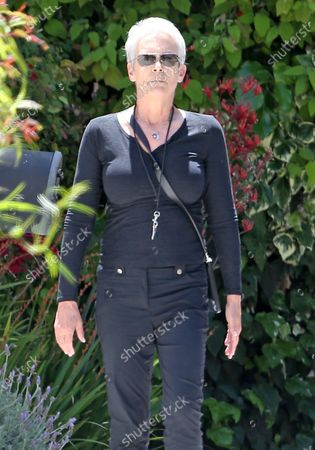 Jamie Lee Curtis goes for a walk during quarantine