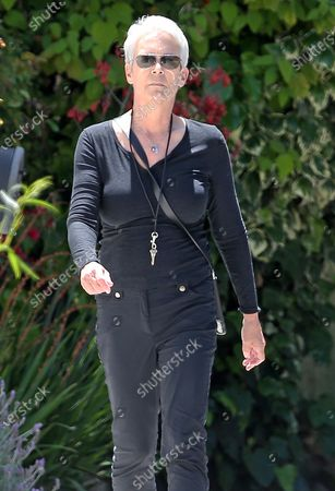 Stock Photo of Jamie Lee Curtis goes for a walk during quarantine