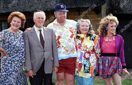 Keeping Up Appearances - Patricia Routledge, Clive Swift, Geoffrey Hughes, Judy Cornwell and Mary Millar 1992