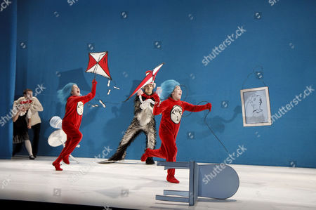 Helena Lymbery (Sally), Mark Arends (The Boy), Sandra Guerreiro (Thing 2), Angus Wright (The Cat in the Hat), Luisa Guerreiro (Thing 1)