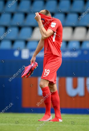 Jonas Foehrenbach of Heidenheim reacts after the German Bundesliga Second Division soccer match between VfL Bochum 1848 and 1. FC Heidenheim 1846 at Vonovia Ruhrstadion in Bochum, Germany, 16 May 2020. The Bundesliga and Second Bundesliga are the first professional leagues to resume the season after the nationwide lockdown due to the ongoing Coronavirus (COVID-19) pandemic. All matches until the end of the season will be played behind closed doors.