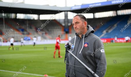 Frank Schmidt, head coach of Heidenheim looks before the Second Bundesliga soccer match between VfL Bochum 1848 and 1. FC Heidenheim 1846 at Vonovia Ruhrstadion in Bochum, Germany, 16 May 2020. The Bundesliga and Second Bundesliga are the first professional leagues to resume the season after the nationwide lockdown due to the ongoing Coronavirus (COVID-19) pandemic. All matches until the end of the season will be played behind closed doors.