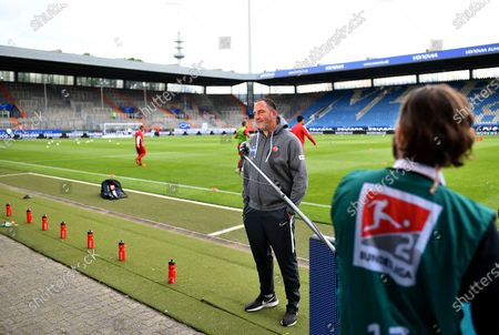 Frank Schmidt, head coach of Heidenheim looks on before the Second Bundesliga soccer match between VfL Bochum 1848 and 1. FC Heidenheim 1846 at Vonovia Ruhrstadion in Bochum, Germany, 16 May 2020. The Bundesliga and Second Bundesliga are the first professional leagues to resume the season after the nationwide lockdown due to the ongoing Coronavirus (COVID-19) pandemic. All matches until the end of the season will be played behind closed doors.