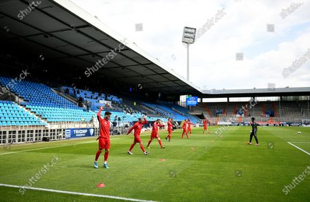 Players of Heidenheim warm up before the Second Bundesliga soccer match between VfL Bochum 1848 and 1. FC Heidenheim 1846 at Vonovia Ruhrstadion in Bochum, Germany, 16 May 2020. The Bundesliga and Second Bundesliga are the first professional leagues to resume the season after the nationwide lockdown due to the ongoing Coronavirus (COVID-19) pandemic. All matches until the end of the season will be played behind closed doors.