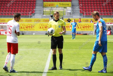 Referee Martin Petersen (C) speaks to Marco Gruettner (L) of Jahn Regensburg and Hauke Wahl of Holstein Kiel before the German Bundesliga Second Division soccer match between SSV Jahn Regensburg and Holstein Kiel at Continental Arena in Regensburg, Germany, 16 May 2020. The Bundesliga and Second Bundesliga are the first professional leagues to resume the season after the nationwide lockdown due to the ongoing Coronavirus (COVID-19) pandemic. All matches until the end of the season will be played behind closed doors.
