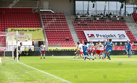 Lee Jae-Song (C-R) of Holstein Kiel scores during the German Bundesliga Second Division soccer match between SSV Jahn Regensburg and Holstein Kiel at Continental Arena in Regensburg, Germany, 16 May 2020. The Bundesliga and Second Bundesliga are the first professional leagues to resume the season after the nationwide lockdown due to the ongoing Coronavirus (COVID-19) pandemic. All matches until the end of the season will be played behind closed doors.