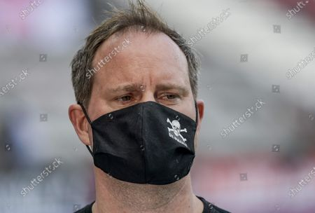 President of FC St. Pauli, Oke Goettlich, wears a protective face mask prior to the German Bundesliga second division soccer match between FC St. Pauli and 1. FC Nuremberg in Hamburg, Germany, 17 May 2020. The Bundesliga and Second Bundesliga is the first professional league to resume the season after the nationwide lockdown due to the ongoing Coronavirus (COVID-19) pandemic. All matches until the end of the season will be played behind closed doors.